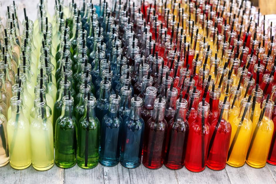 Eksperci: Wyższy VAT na napoje owocowe uderzy w rolników i przemysł przetwórczy