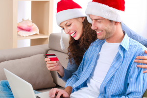 Rosną nasze wydatki na święta. Coraz więcej kupujemy w e-sklepach