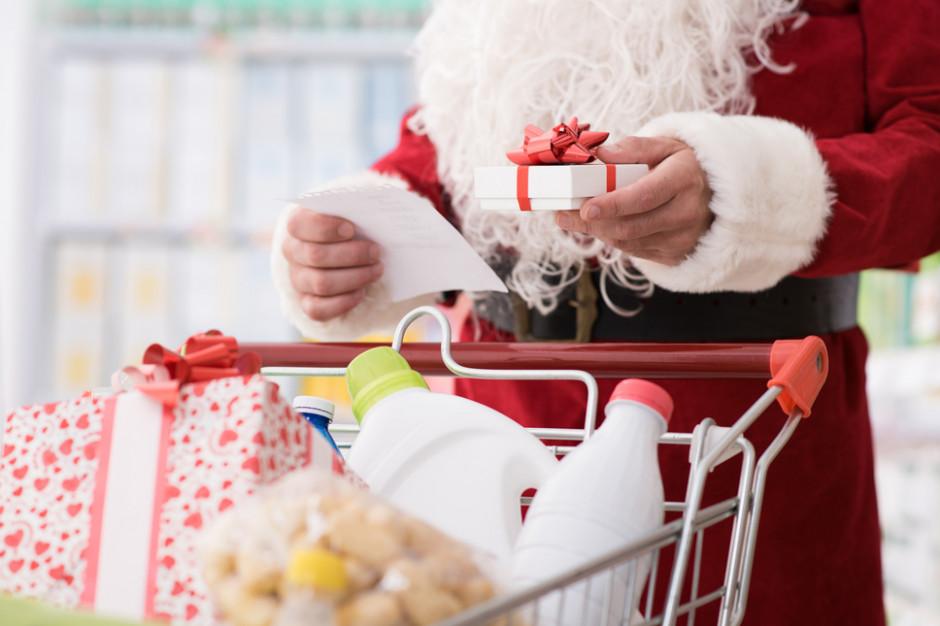 Badanie: Żywność na święta Polacy kupią w sieciach handlowych, prezenty - w internecie