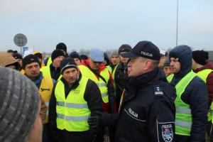 Protest rolników: Policjanci wzywają do odblokowania autostrady A2