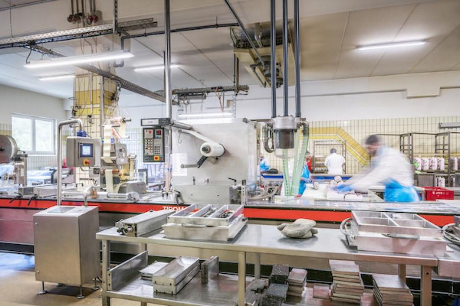 Jak zmienia się technologia oświetlania hal przemysłu mięsnego?