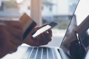 KRD: Zakupy w e-sklepach wygodne, ale czasem niebezpieczne