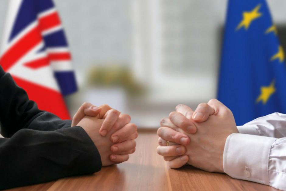 Twardy Brexit zwiększa ryzyko bankructw przedsiębiorstw
