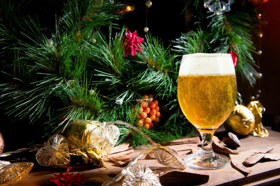 Holenderski browar wykorzystuje świąteczne choinki do produkcji piwa