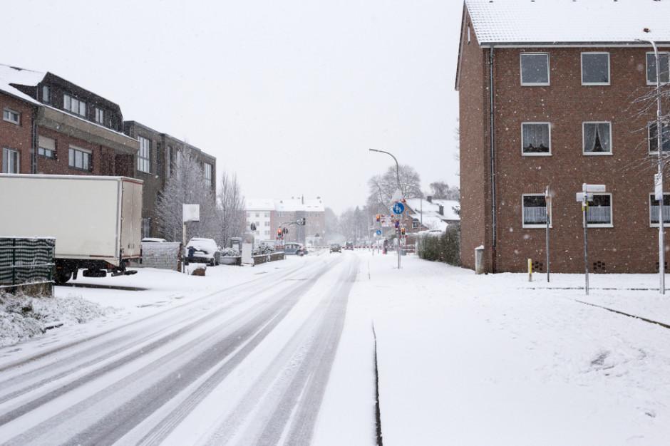 IMGW ostrzega: Oblodzenie w centrum i opady śniegu na południu kraju