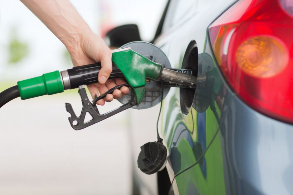 Zmalało zainteresowanie ropą - w USA surowiec tanieje o ponad 1 proc.
