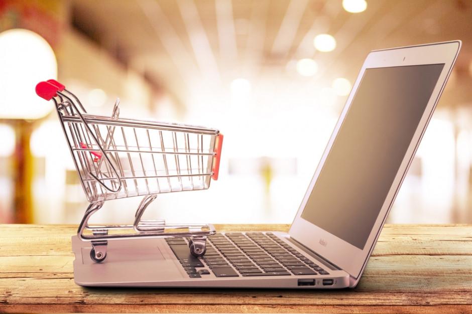 Analiza: W poniedziałki e-sklepy zarabiają dwa razy więcej niż w soboty