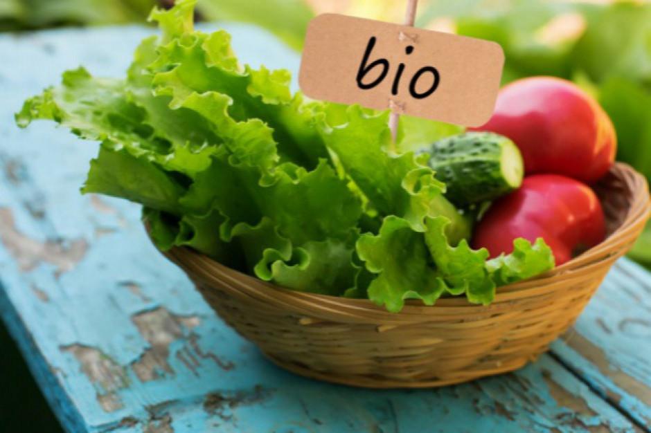 Żywność ekologiczna zawiera czterokrotnie mniej pestycydów niż tradycyjna