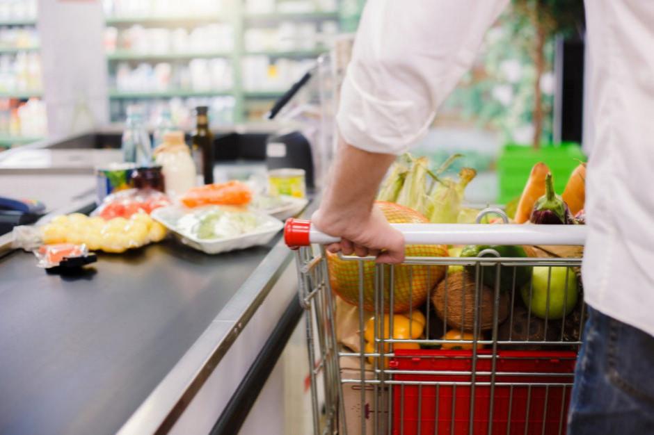 Koszyk cen: Stokrotka i Polomarket walczą o pierwsze miejsce na rynku supermarketów