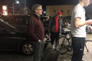 Miliarder Bill Gates lubi poczekać w kolejce po zwykłego burgera