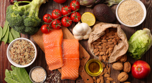 Nielsen: Konsumenci kupują coraz więcej prozdrowotnej żywności
