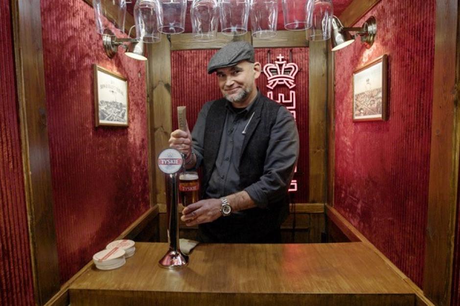 """Tyskie zbudowało bar w windzie w ramach kampanii """"Przejdźmy na TY"""""""