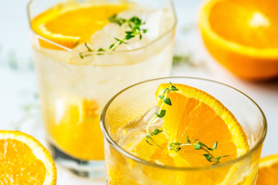Instytut Staszica: Podwyżka VAT może wpłynąć na wzrost konsumpcji napojów owocowych ze sztucznymi ulepszaczami