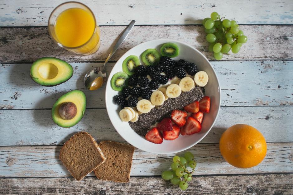 IŻŻ: Owoce, warzywa i porcja soku wskazane w codziennej diecie najmłodszych