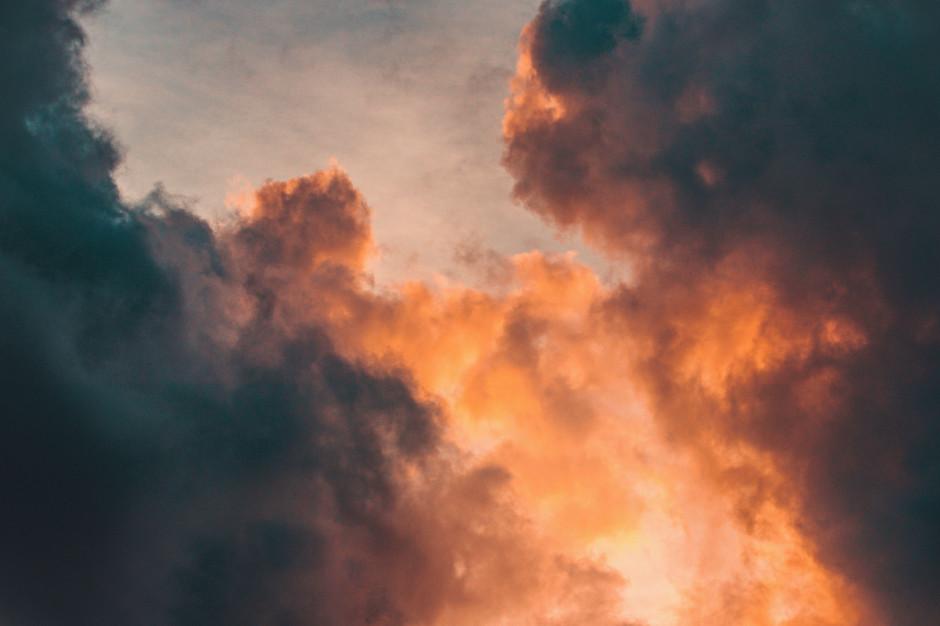 Pożar hali z artykułami spożywczymi na warszawskiej Białołęce