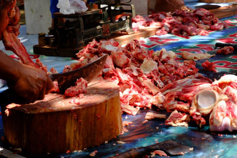 Ponad dwie tony mięsa z nielegalnego uboju wycofano z rynku w Małopolsce