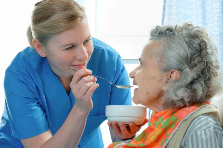 Dostawcy żywności do szpitali i domów opieki w Wielkiej Brytanii gromadzą zapasy