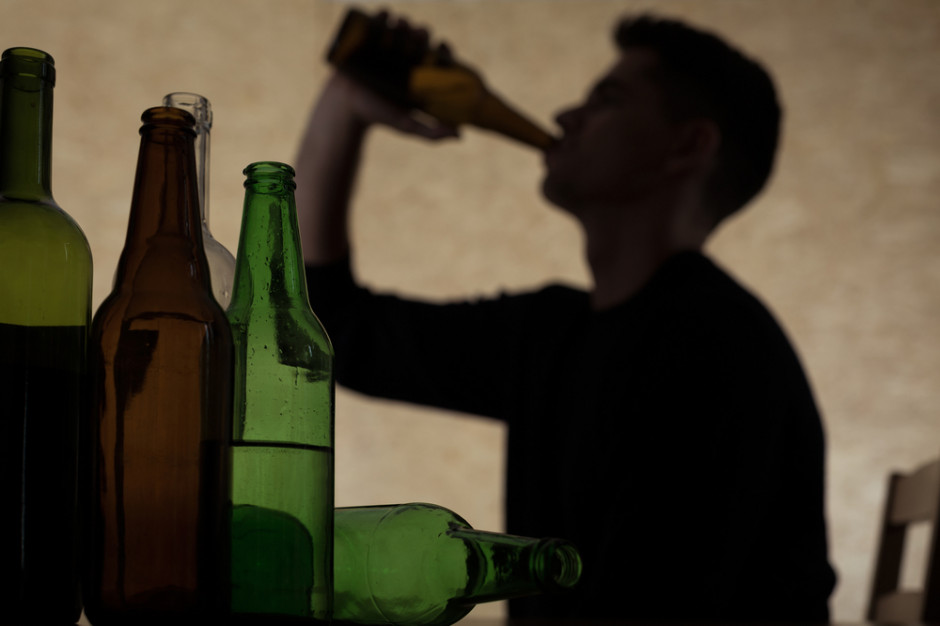 Upijanie się alkoholem w młodym wieku powoduje trwałe zmiany w mózgu