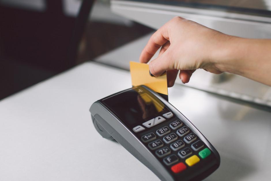 Małopolskie: Oszuści okradają sklepy podając się za serwisantów terminali płatniczych