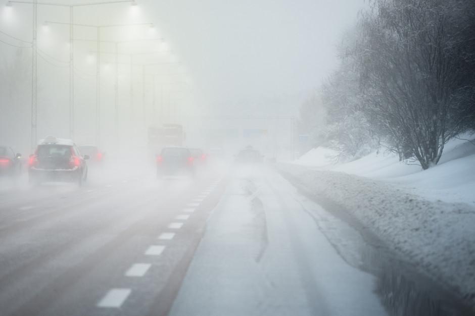 GDDKiA o utrudnieniach dla kierowców: Ślisko, opady i mgła