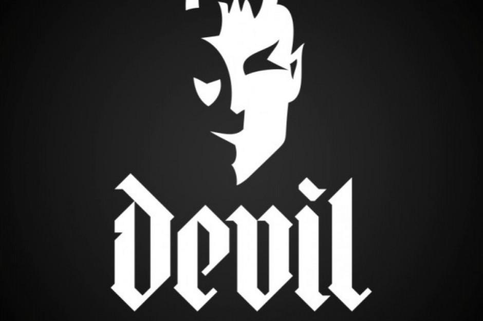 Właściciel marki Devil Energy Drink przegrał w sądzie ws. nieobyczajnej reklamy