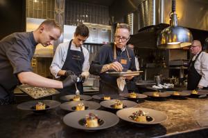 Zdjęcie numer 2 - galeria: Alain Passard, szef kuchni z trzema gwiazdkami Michelin, na Gali Francusko-Polskiej Izby Gospodarczej (galeria)