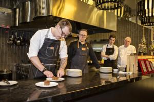Zdjęcie numer 6 - galeria: Alain Passard, szef kuchni z trzema gwiazdkami Michelin, na Gali Francusko-Polskiej Izby Gospodarczej (galeria)