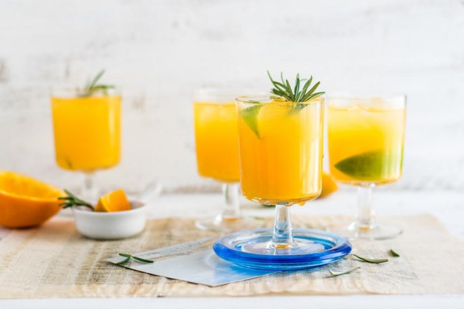 Związkowcy i pracodawcy apelują o niską stawkę VAT na napoje owocowe