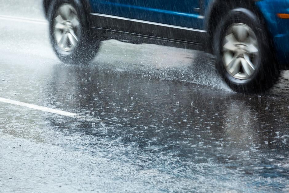 GDDKiA: Wszystkie drogi krajowe przejezdne. Opady deszczu prawie w całym kraju