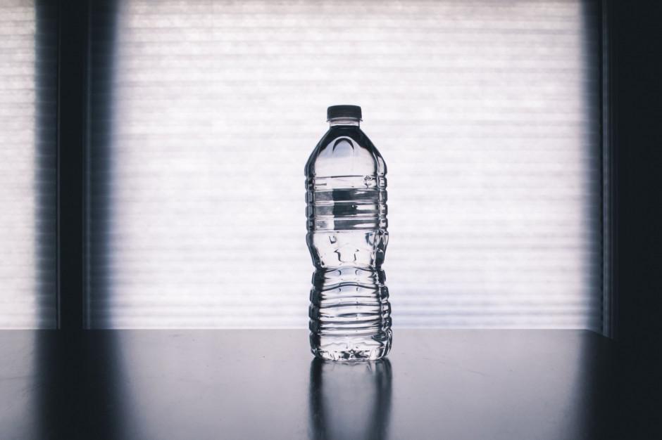 Wartość sprzedaży detalicznej wód butelkowanych w Polsce może przekroczyć 6 mld zł do 2020 r.