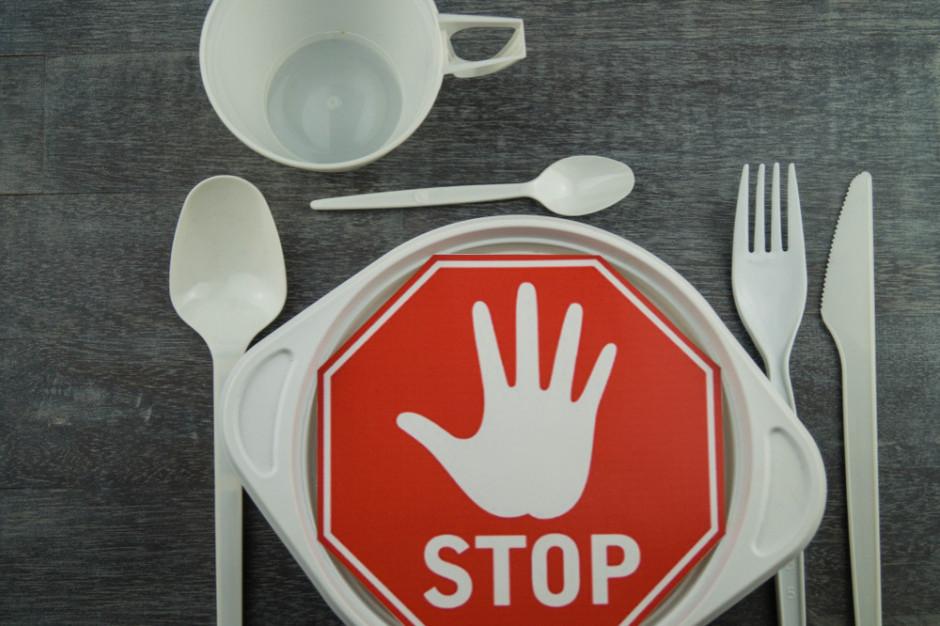 PE poparł wprowadzenie w 2021 r. zakazu sprzedaży plastikowych jednorazówek