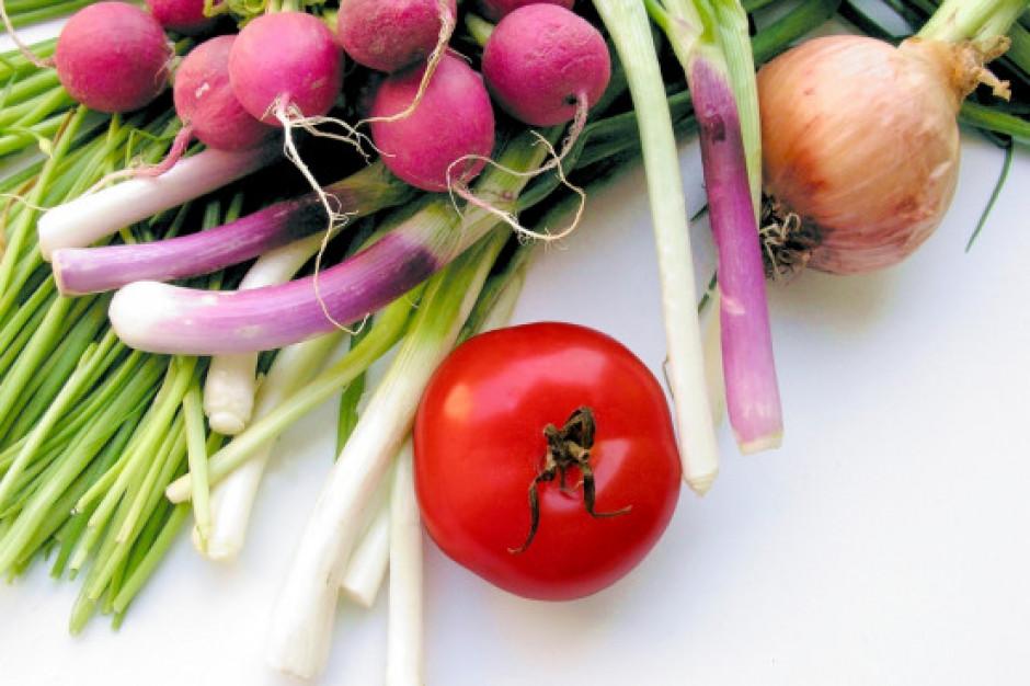 Rynek Bronisze. Wysoka podaż warzyw spod osłon wpływa na spadek cen