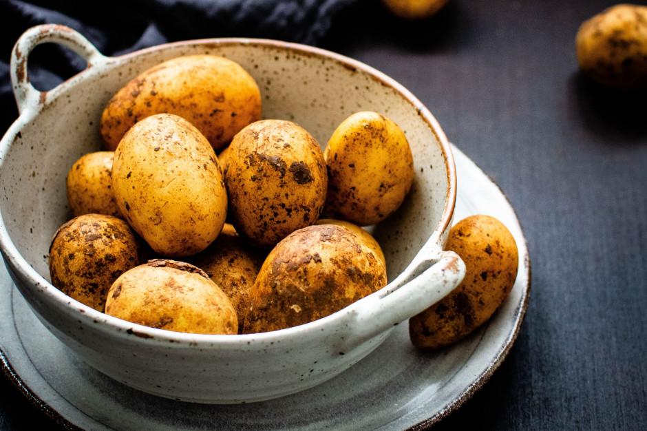 Krajowe ziemniaki z flagą made in Poland...
