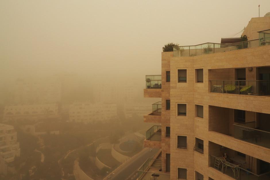 Klimatolog: Pył znad Sahary może być groźny dla alergików