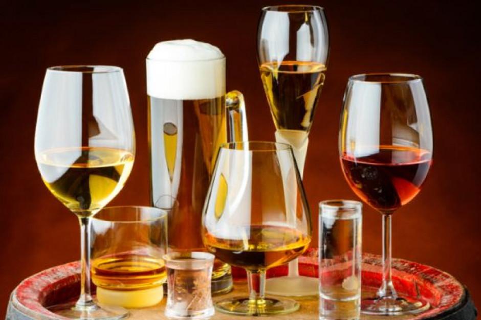 Badanie: obciążenia fiskalne i przepisy dot. reklamy dla wszystkich alkoholi powinny być takie same