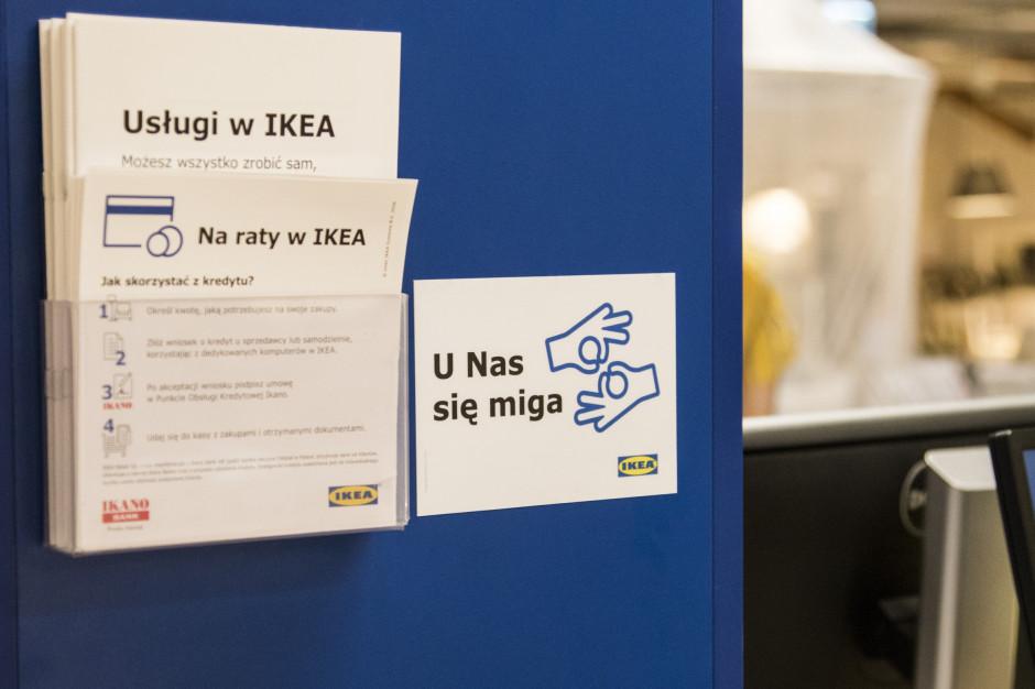 Pracownicy IKEA nauczyli się języka migowego