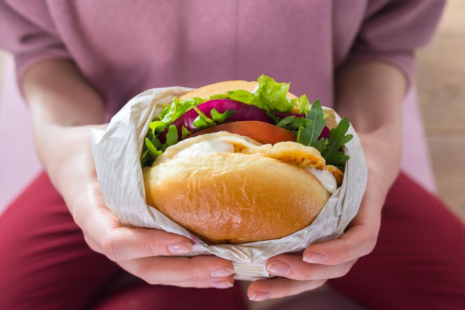 KFC rozszerza wegetariańskie menu - wprowadza Burgera Halloumi i  Twistera z Halloumi