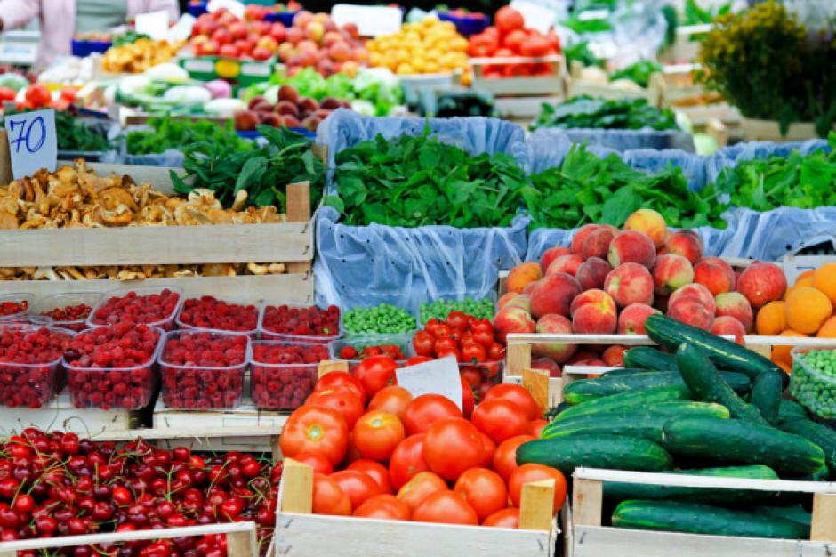 Coraz więcej młodych warzyw i truskawek na rynku hurtowym w Broniszach