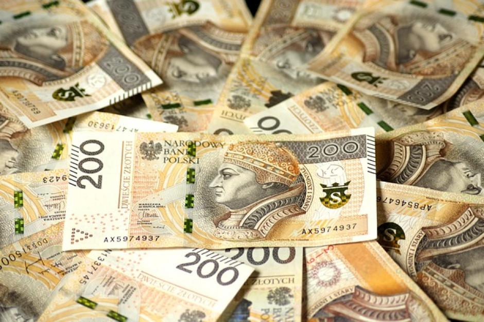 Połowa firm czeka na zapłatę za towar ponad dwa miesiące, najgorzej w transporcie i handlu (raport)