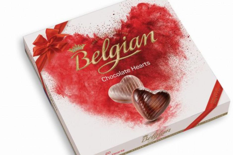 Polacy coraz chętniej wręczają drobne prezenty, w tym słodkości, na Dzień Mamy
