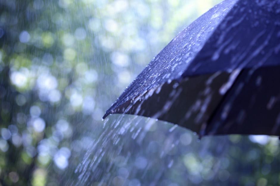 IMGW: Na południu Polski intensywne opady deszczu i burze
