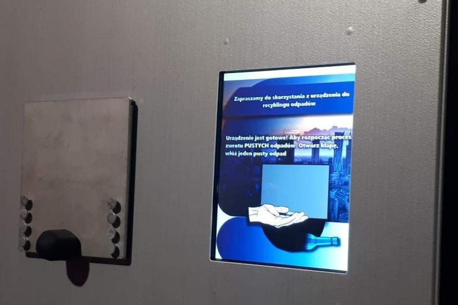 Coca-Cola w ramach kampanii przekaże mieszkańcom Warszawy 10 automatów do oddawania opakowań