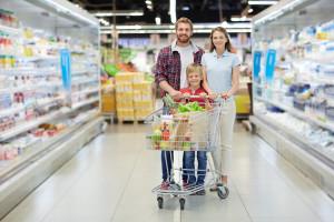 Badanie: Polacy łączą niedzielną wizytę w kościele z zakupami