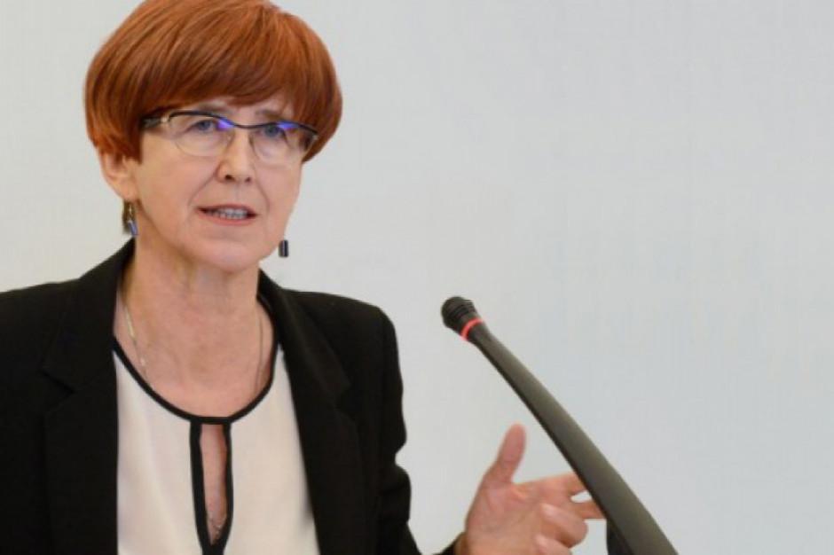 Rafalska: Proponujemy minimalne wynagrodzenie od 2020 r. na poziomie 2450 zł