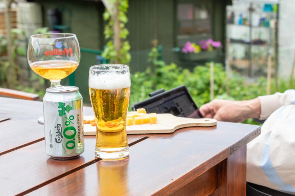 Szał na piwo bezalkoholowe. Czy nieletni i alkoholicy mogą je pić?