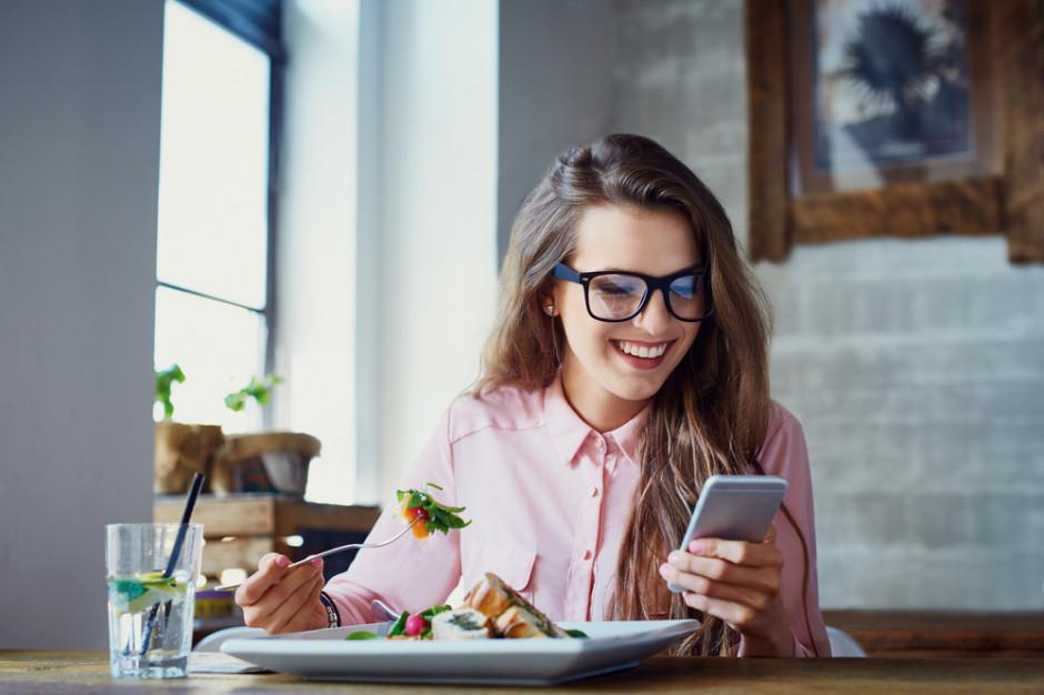 Kobiety rządzą w zamawianiu jedzenia w sieci