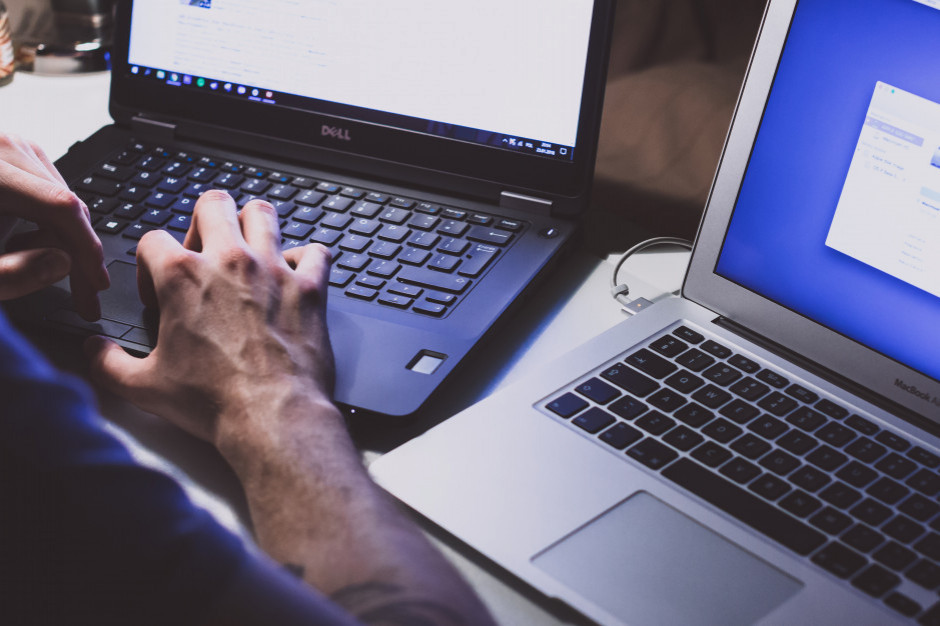Badanie: nie ufamy internetowi przez hakerów i media społecznościowe