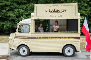 """Wózki, riksze i ice-trucki Wytwórni Lodów Polskich """"u Lodziarzy"""" ruszyły w Polskę"""