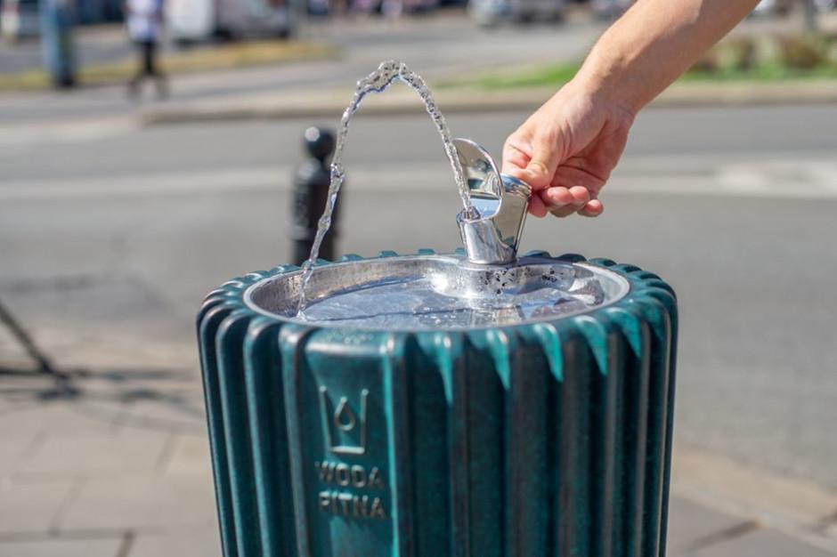 Warszawiacy rezygnują z butelkowanej wody na rzecz warszawskiej kranówki