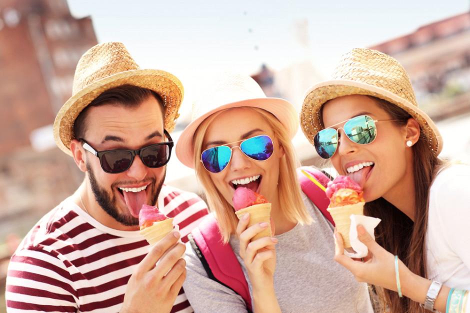 Polacy kojarzą lody z radością i poprawą humoru (badanie)